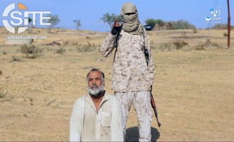 'Amaq Video Shows IS Sinai Province Fighter Executing Spy as Warning to Others