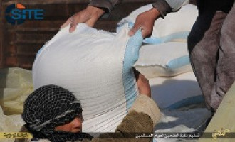 Islamic State Pictures Show Group Distributing Flour to Public in Homs