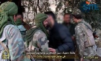 AQIM Publishes Photo Report on Distributing Propaganda to Civilians at Fake Checkpoint in Batna