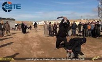 IS Beheads Spy and Pro-Regime Fighter in Public Spectacle in Homs