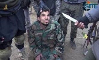 IS Fighters Degrade and Behead Syrian Soldier in Deir al-Zour in Video