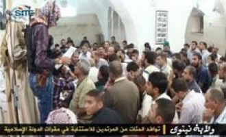 "Islamic State Gives Photo Set of Hundreds of ""Apostates"" Repenting in Ninawa"