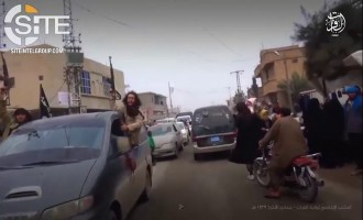 "IS Video Shows Ongoing Operations in Deir al-Zour, Townspeople Giving ""Reception' for Fighters After Successful Return from Battle"