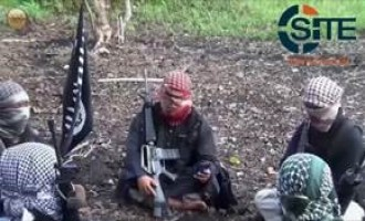 IS-Pledged Group in Philippines Releases Video of Downed Drone, Fighter Greeting Counterparts in IS