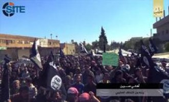 IS Video Shows Civilians in Sarrin, Aleppo, Demonstrating Against U.S.-led Coalition